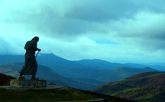 Escultura del escultor sordo José María Acuña en el Camino de Santiago