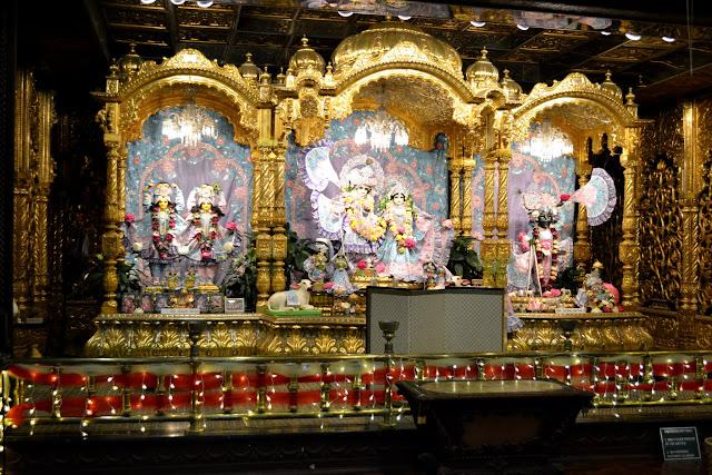 Храм Шрі Шрі Раджа Вріндаван Чандра (Sri Sri Radha Vrindavan Chandra Temple)