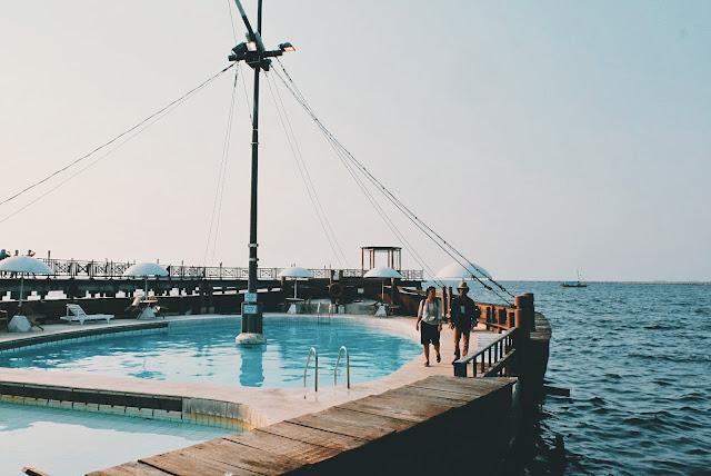 kolam renang unik di jakarta