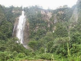 air-terjun-tertinggi-dan-terindah-di-indonesia