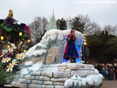 Frozen float in the parade at Disneyland Paris