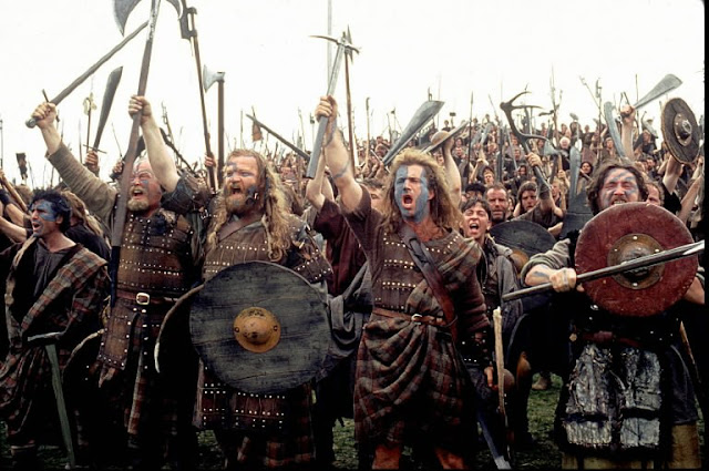 Mel Gibson interpretando a William Wallace al frente de los rebeldes escoceses en Braveheart (1995)