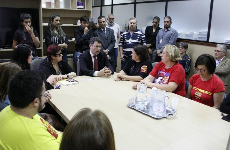 Cpers anunciou que vai manter a greve mesmo com o governo tendo quitado todos os salários - Foto: Nabor Goulart/Casa Civil