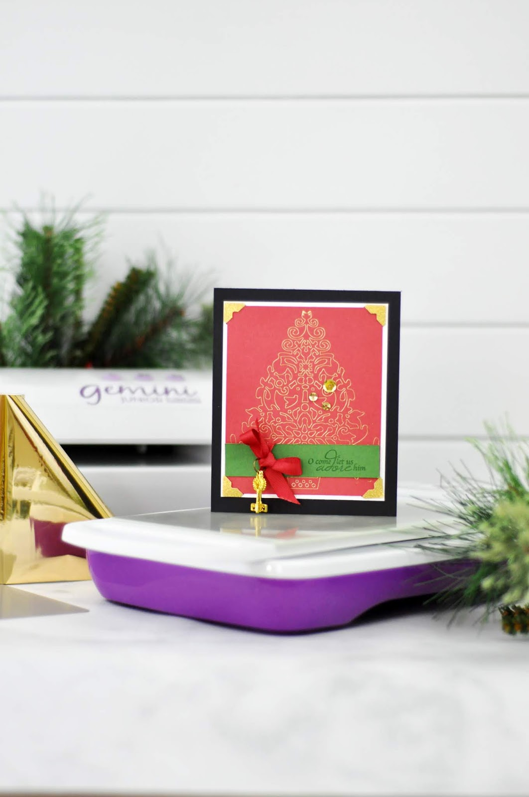 Gemini Foil Press Christmas Card with foil accents by Jen Gallacher for Crafter's Companion. #foilcard #foileffects #christmascard #geminifoilpress #jengallacher #crafterscompanion