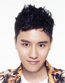 Biodata Yang Aro pemeran Feng Dong Dong