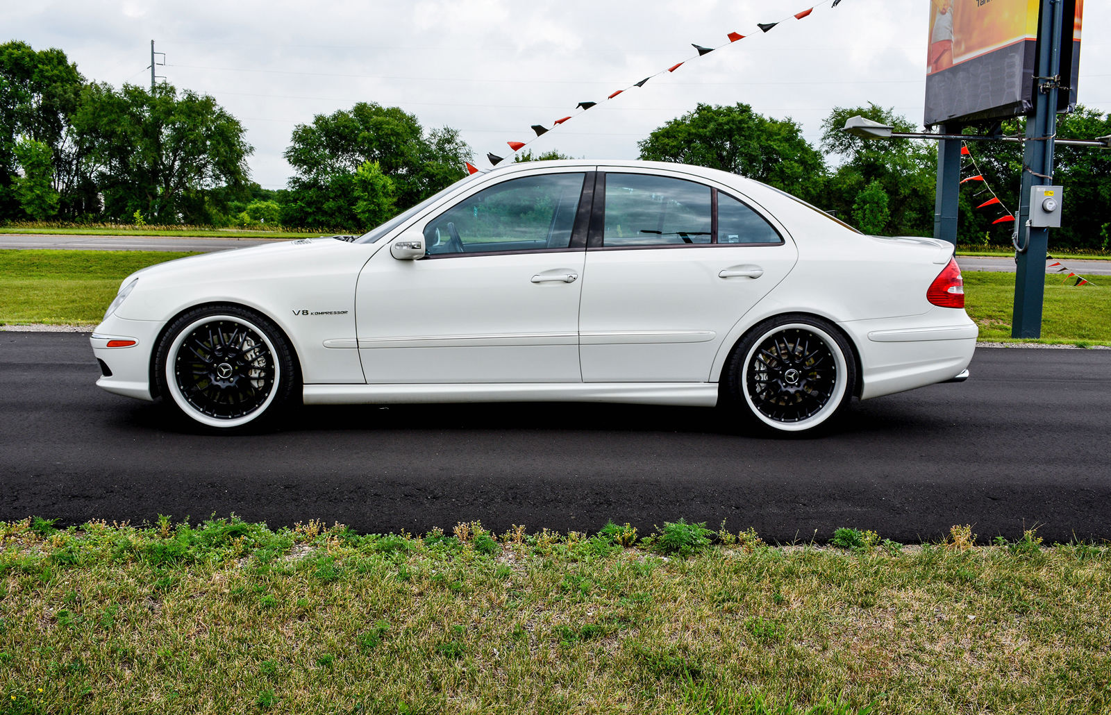mercedes benz w211 e55 amg white on black benztuning. Black Bedroom Furniture Sets. Home Design Ideas