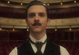 Alexis Michalik vem ao Festival Varilux 2019 para divulgar filme sobre o dramaturgo francês Edmond Rostand, autor de Cyrano de Bergerac