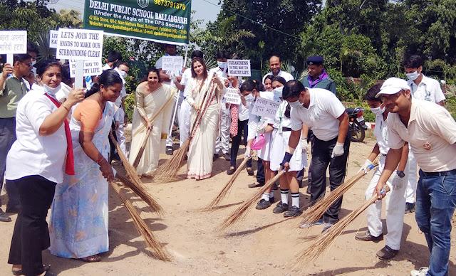 Students of Delhi Public School, Balgangarh, spread the message of clean India