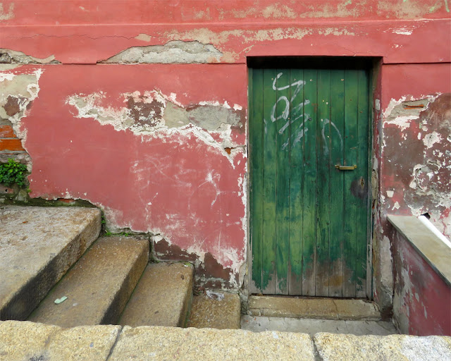 A green door, Via del Molo Mediceo, port of Livorno