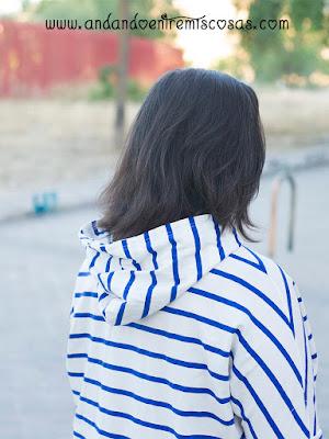 Look Con Camiseta Con Capucha