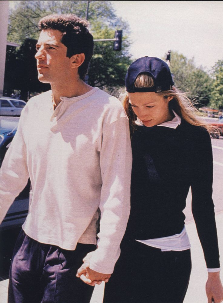 f67336c4ba655 Style Icons  John F. Kennedy Jr and Carolyn Bessette-Kennedy ...