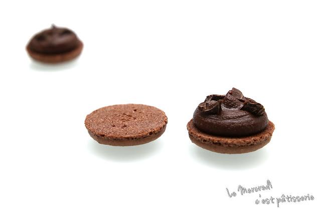 Macarons au chocolat au lait et chocolat noir craquant