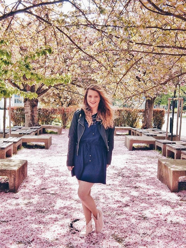 8 melodylaniella gamiss manzana różowe sneakersy króliczki granatowa sukienka skórzana ramoneska pikowana listonoszka szara manzana praga photoshoot sesja zdjęciowa fashion style modnapolka lookbook ootd girls