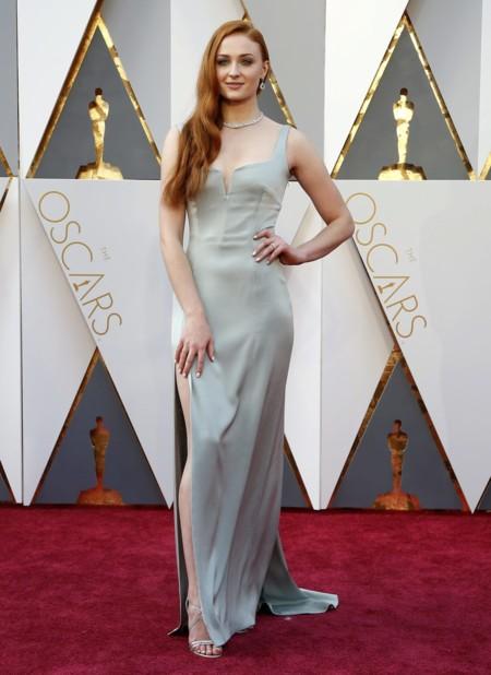 Oscar 2016 Sophie Turner vestida de Galvan para Open Ceremony