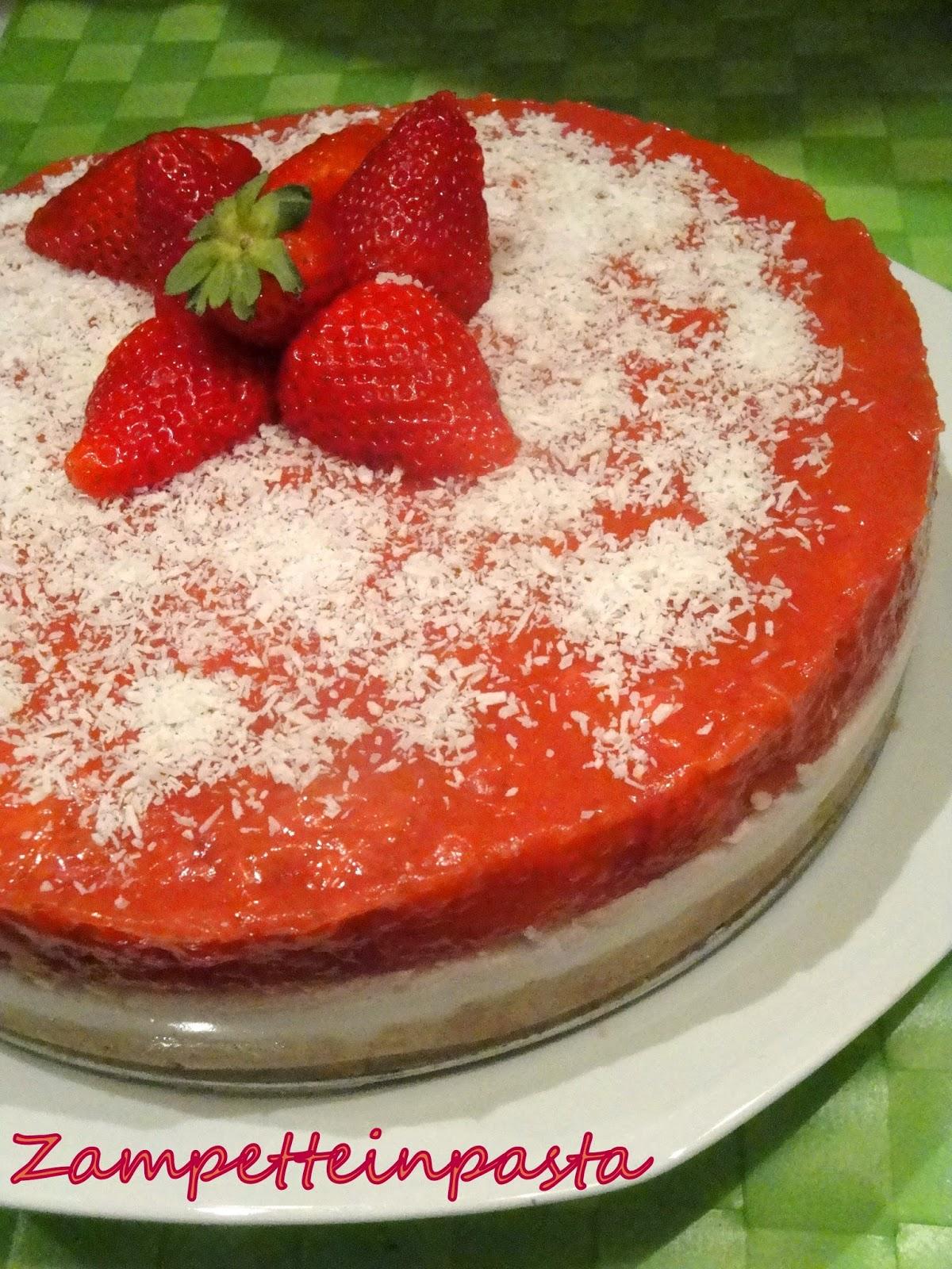 Cheesecake al cocco e fragole - Cheesecake senza cottura con le fragole