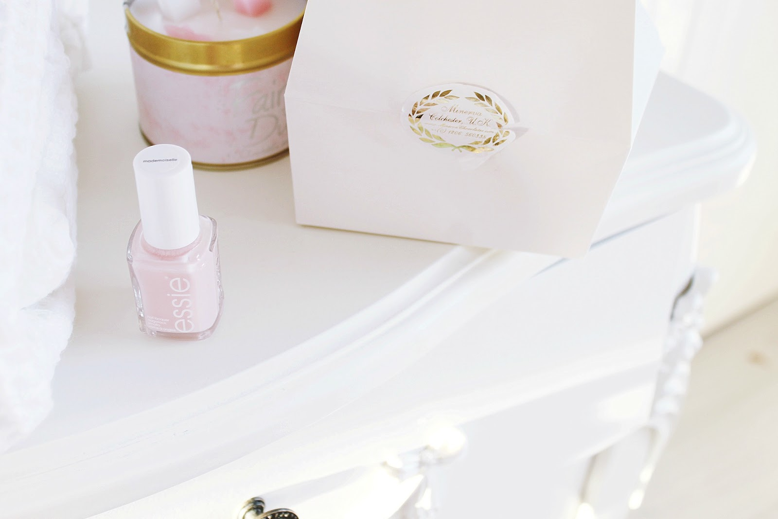 Marie Antoinette blog beauty routine. Vintage girly aesthetic.