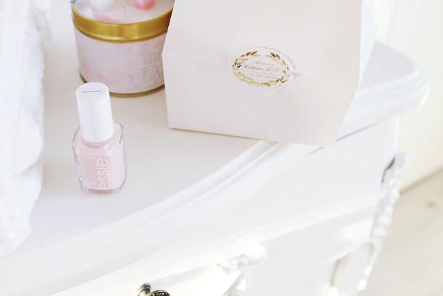 Marie Antoinette blog beauty routine. Vintage girly aesthetic.