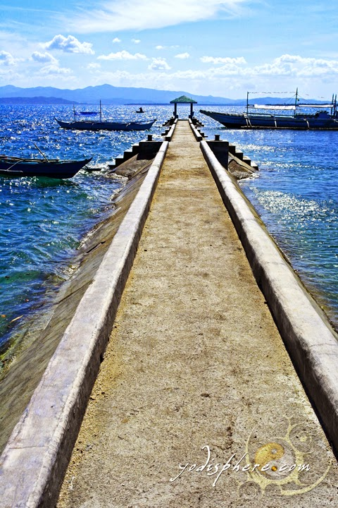 hover_share Scenic pier of Mongpong Island in Marinduque