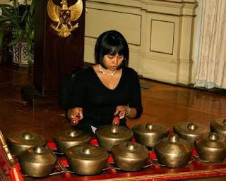 Puisi Tentang Kartini Ku Kenang Kau Kartini Karya Tiara Gayatri