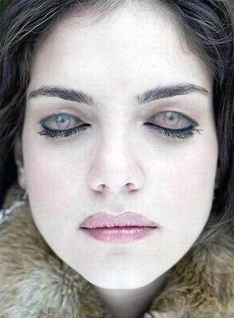 Göz kapaklarına göz resmi çizilen ve gözleri kapalı olmasına rağmen açık gibi görünen bir bayan