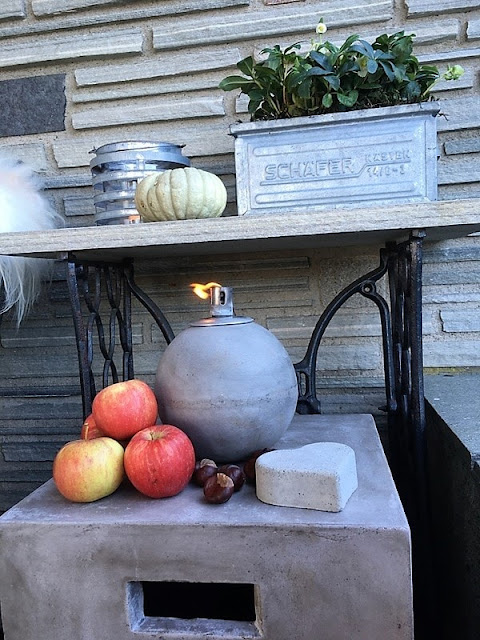 Høst på overbygget veranda i Furulunden - nærbilde av et stilleben IMG_7423 (2)-min