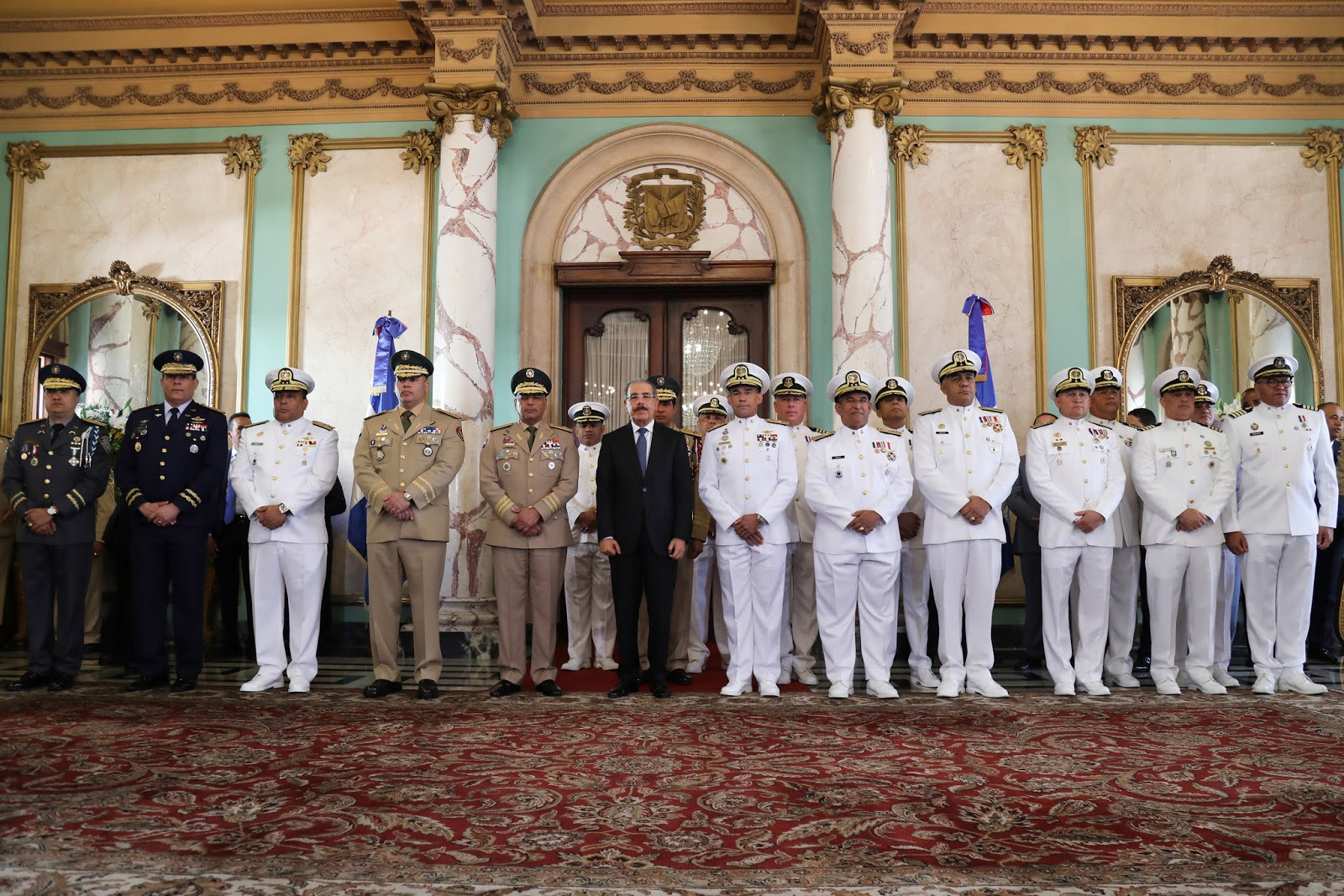 Danilo Medina felicita a las Fuerzas Armadas; les exhorta a continuar apoyando la institucionalidad