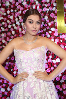 Hansika Motwani Sizzles in a Deep neck Sleevless Pink Gown at Zee Telugu Apsara Awards 2017 07.JPG