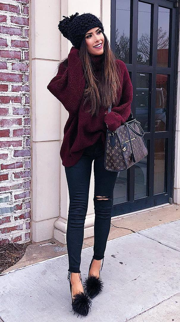 fall fashion trends | hat + maroon oversized sweater + black rips + heels + bag