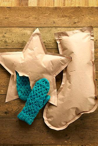 10 Stylish ways to wrap those Christmas gifts with brown paper! | christmas gift wrapping | brown paper | mamasVIB | christmas crafts | simple wrapping ides | brown paper wrapping | gift wrap | pinterest ideas | blog | mamas VIB | bonita turner | christmas gift ideas | brown paper table cloth | craft christmas | cheap wrap ideas | gift tags | simple idea for DIY wrapping | brown paper