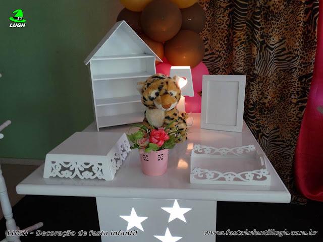 Mesa decorada da Oncinha para festa de meninas