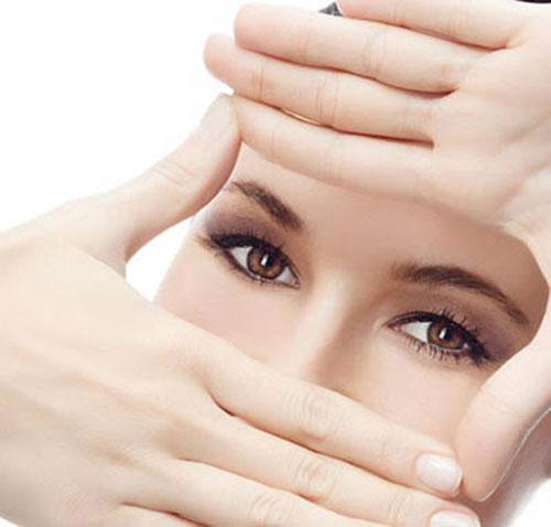 Nháy mắt phải nhiều giờ ở nữ và nam là điềm báo xấu