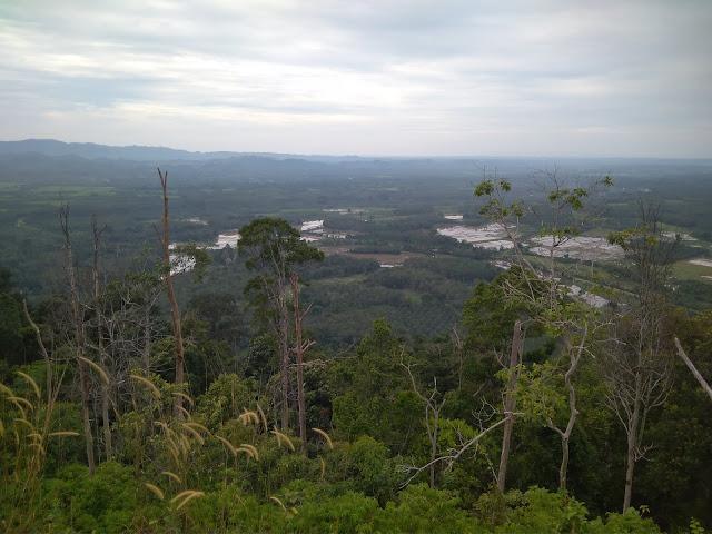 Pemandangan dari puncak Gunungmedan