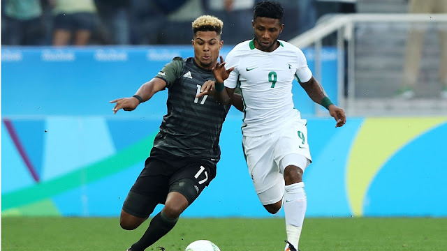 S. Gnabry contests for the ball with I. Ezekiel