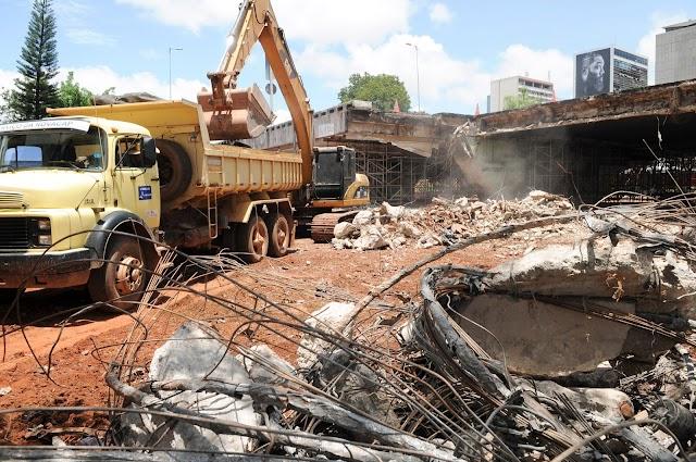 DF: Bloco que caiu do viaduto do Eixão foi demolido e removido