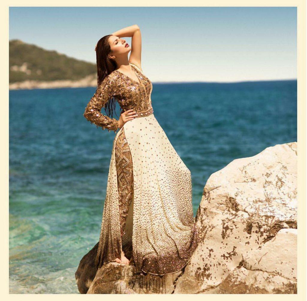 Mahira Khan hot Beach Photo Shoot for 'Divani Pakistan'