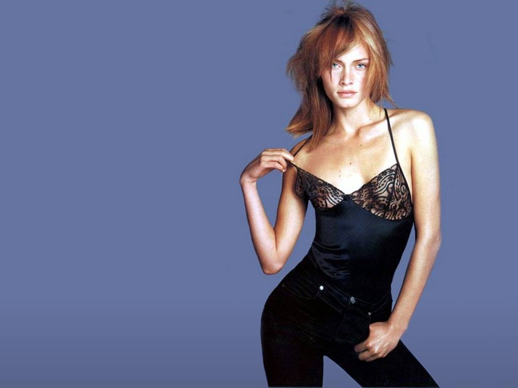College Girl Hd Wallpaper Hot Amber Valletta Girls Pictures Top Models Hot