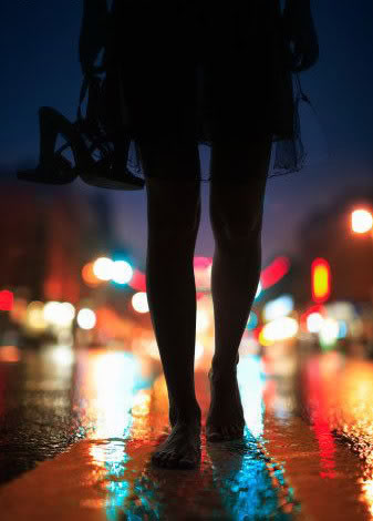 GETTING HOME SAFELY : 12 TIPS FOR GIRLS WALKING ALONE