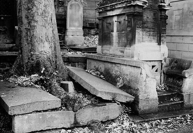 Resultado de imagem para sepulcro aberto