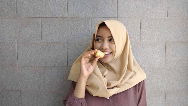 makan bakpia princess cake