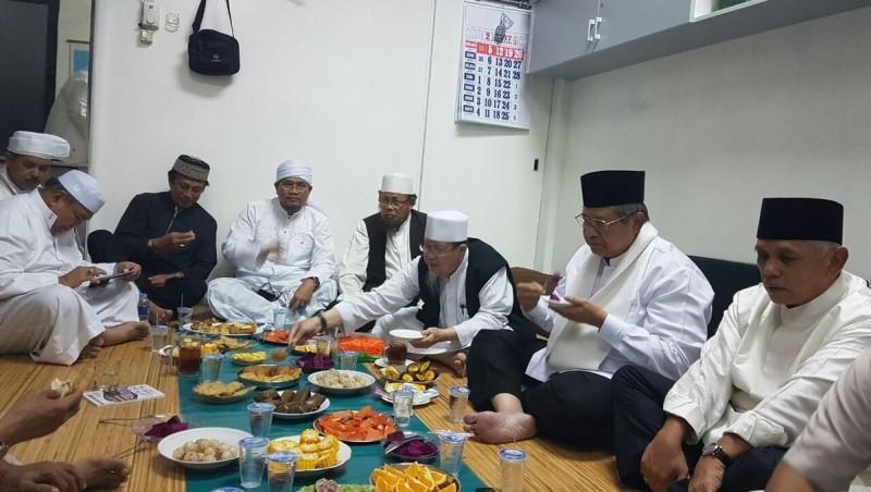 Pertemuan SBY dan Hatta Rajasa dengan FUI