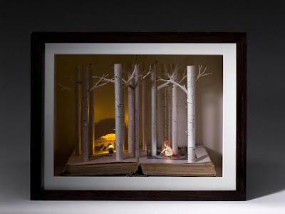 Escultura hecha con las páginas de un libro