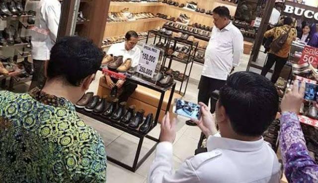 Hebohkan Warga Manado, Orang Nomor Satu Di Indonesia Belanja Sepatu Dengan Diskon Rp 150.000