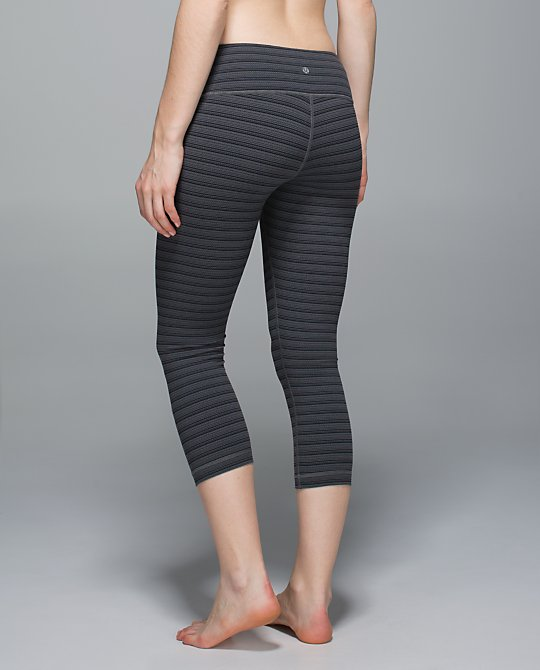 lululemon-textured-stripe-slate wunder-under-crop