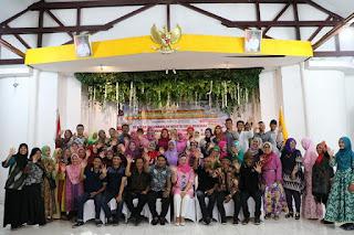 Bapak walikota Tanjungbalai Berfoto Bersama dengan Para Peserta Kerajinan Membatik