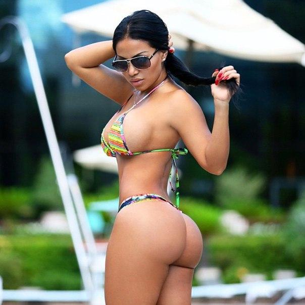 Dolly Castro, this bomb that sports a gluteal bounced more than Kim Kardashian (photos)