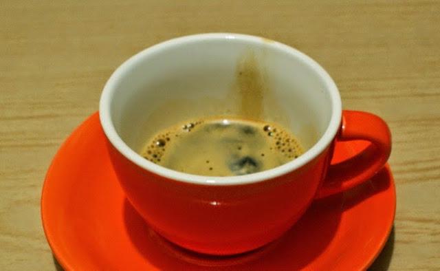8. Pindahkan espresso ke cangkirmu. 8. Pour espresso to your cup.