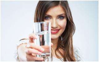 Minum Air Putih Sebelum Makan Bikin Badan atau Tubuh Langsing