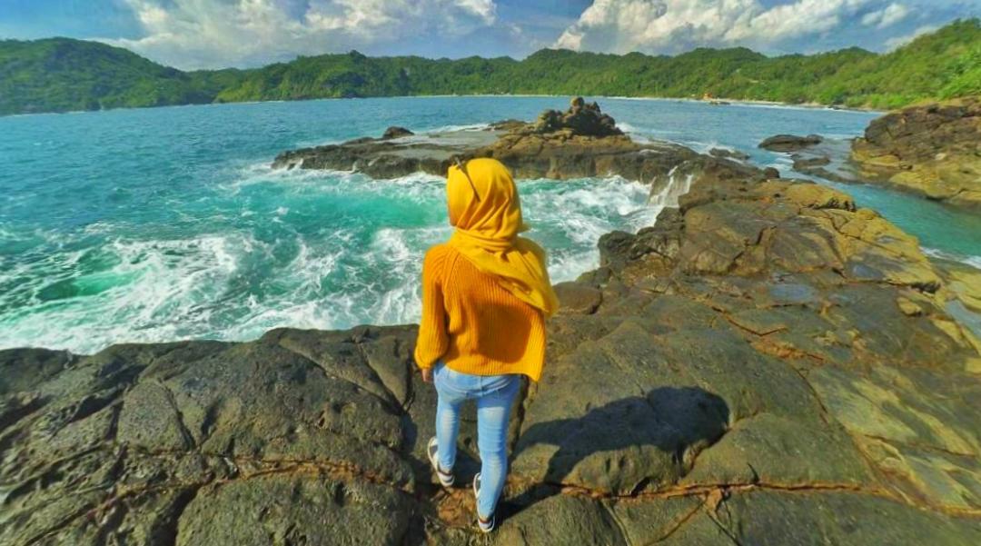 wisata indonesia wajib dikunjungi cewek cantik manis hijaber