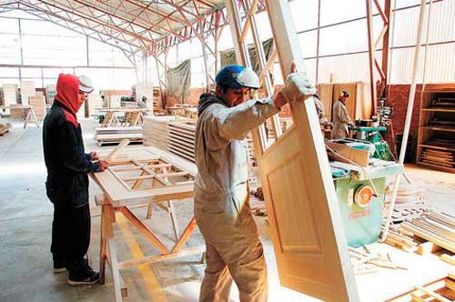 Gobierno comprará puertas y marcos de madera de fabricación nacional para construir vivienda