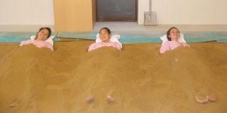 """Псаммотерапия в отеле """"Hanayama Onsen"""", курорт Нанто, Япония"""